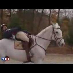 Embedded thumbnail Kůň spadl na jezdce